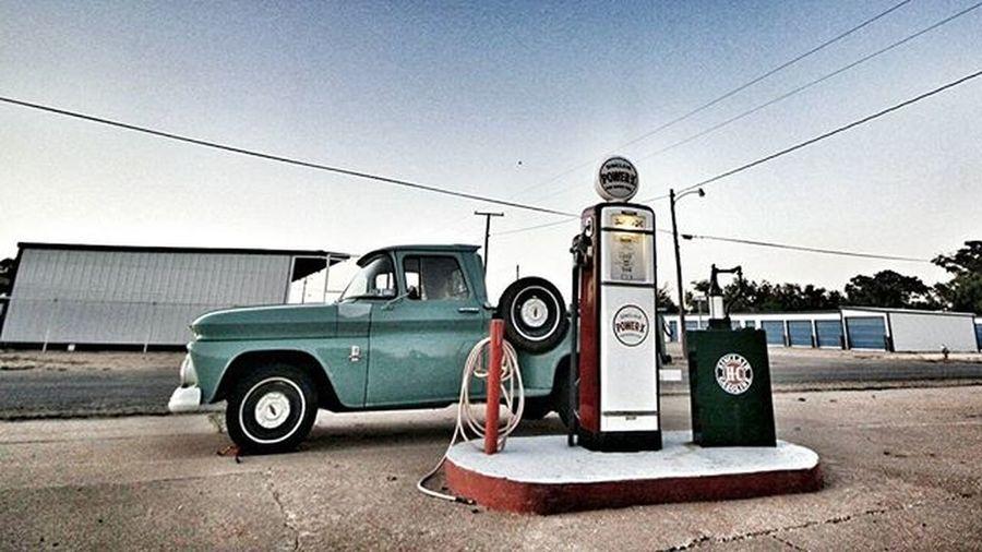 .........hit the road. . . SundayRoadtrip Roadies Explore Oldtowns Igtexas Instatexas Texasgram FordTruck Roadtrip VSCO Vscocam Vscoteam Sunrise Morningsun Instacars Igcars