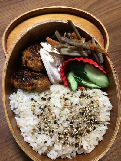 お弁当⁽⁽ଘ( ˊᵕˋ )ଓ⁾⁾ ハンバーグと鶏肉の自家製ハム 自家製キュウリの漬物 Moto Life Goron Kitchen お弁当 Food And Drink Food Indoors  Freshness Still Life High Angle View Ready-to-eat