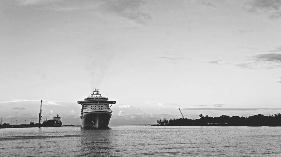 Hawaii Honolulu  Ship Sea