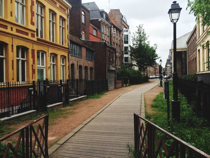 In the street rue de Weppes in Vieux-Lille we find a driveway overhung of Anglo-Saxon-Style buildings with an apparent basement, half ground floor mid-cellar: it is call Weppes street, which was a channel until twentieth century. Architecture Travel Destinations