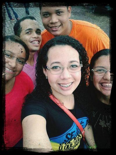 gostamos msmo de selfie. kkk. acho que amizades surgem assim, kndo vc menos espera. NIs encontramos e decidimos receber mais de Deus e aproveitamos pra comer muitoooo!!! kkk vcs sao especiais. Congressodejovens