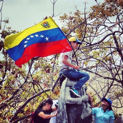 1M 1marzo Chacaito Venezuela sosvenezuela ResistenciaVzla sos laverdad estudiantes gobiernocorructo prayForVenezuela fuerza elquesecansapierde marcha caracas universidades paz? resistencia capuski resistencia laluchasigue pancartas bandera plazabrion