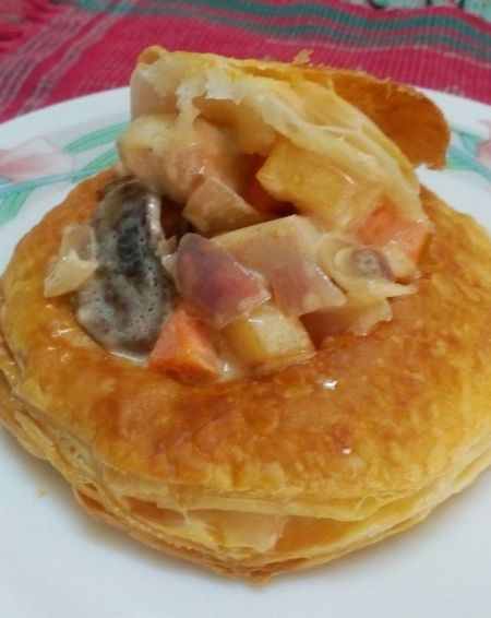 Chicken pot pie Pot Pie Pies Homecookedmeal Homecooked Food Is Always Better Home Baked Pie Straight From The Oven I Love Pies Delicious DELICIOUS FOOD ♡ DELICIOUS....mmmmm  Puff Pastry Chicken Puff Pastry Pastries