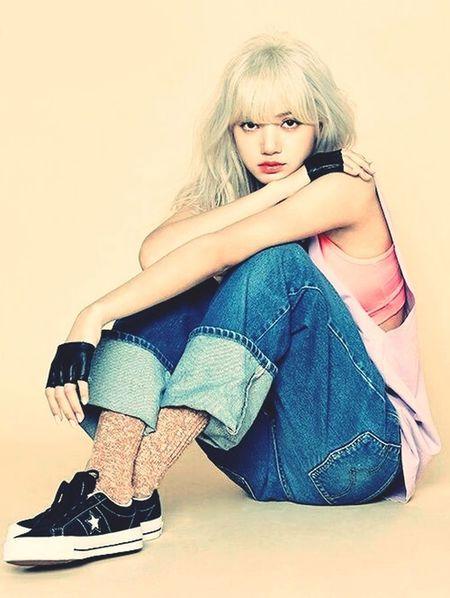 Lisa #Blackpink Kpop Idol 😍😌😊 Lisa😍 Blackpink ❤ Beautiful People First Eyeem Photo