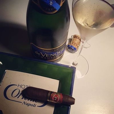 Feierabend Devenoge Cigar Afuente Champagne Wirmüssenaufhörenwenigerzutrinken
