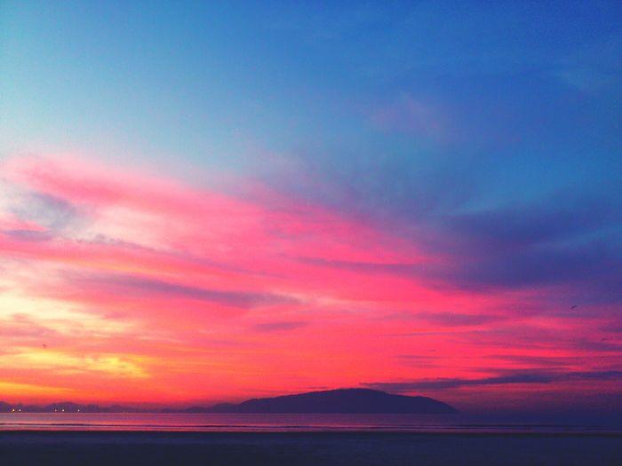Sunset #sun #clouds #skylovers #sky #nature #beautifulinnature #naturalbeauty #photography #landscape Sun Collection Sun Light EyeEm Best Shots - Sunsets + Sunrise