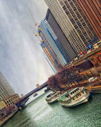 Docking station🛳 🚉 City 🌃 side Chicago Is My City Chicago Is My City Water Reflections Streetphotography Outside Photography Bridges Bridge - Man Made Structure Urban Landscape Urban Skyline Urban Springtime Boats Boat EyeEm Best Shots EyeEm Selects EyeEm Day Nature High Angle View No People Tilt Outdoors