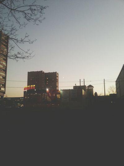 луна улица вечер
