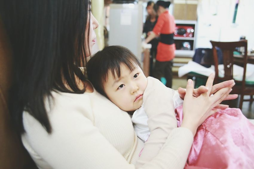 """IT IS ALL MINE."" Mommy's hug, in which world's most comfortable place is. Mommy And Daughter Niece  Family From My Perspective Korean Happy Lunar New Year Canon 6D Canon_photography Eyem Best Shot Family Picture Precious Moment South Korea."