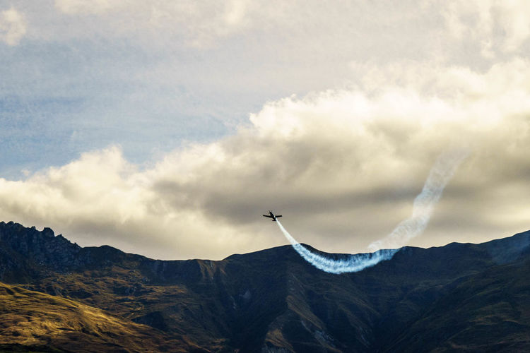 Cloud Day Flight Flying Low Angle View Mid-air Mountain Mountain Range No People Non-urban Scene Outdoors Sky Vapour Trail Vapourtrail