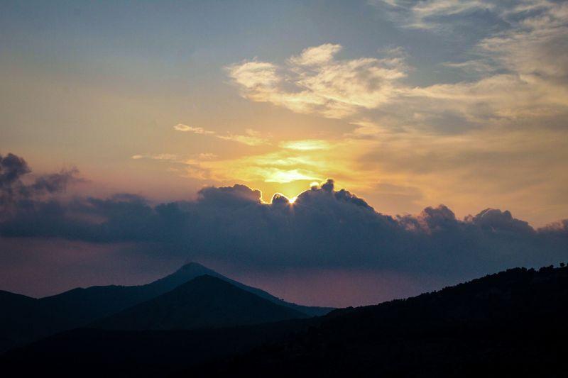Il cielo non è nostro Clouds And Sky Sunset Sun Sunlight Mountain Canon Reflex White Background Lofiphotography Relax Cloud Light Lofifilter Chillout Lofi Mountain Sunset Sky Landscape Cloud - Sky Volcanic Landscape Majestic