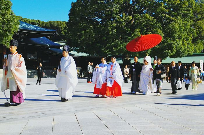 Traditional Japanese wedding in modern times... TakeoverContrast Wedding Weddings Around The World Traditional Clothing Traditional Culture Traditions Large Group Of People Urban Lifestyle Urban Life Streetphoto_color Streetphotography Streetphoto Seeing The Sights From My Point Of View Japan Japanese Culture The Street Photographer - 2017 EyeEm Awards