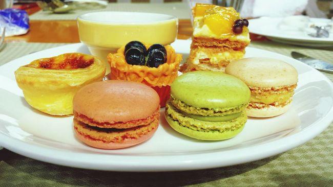 Lunch buffet with sweetest hotel:) Macaroons Dessert Porn Buffet