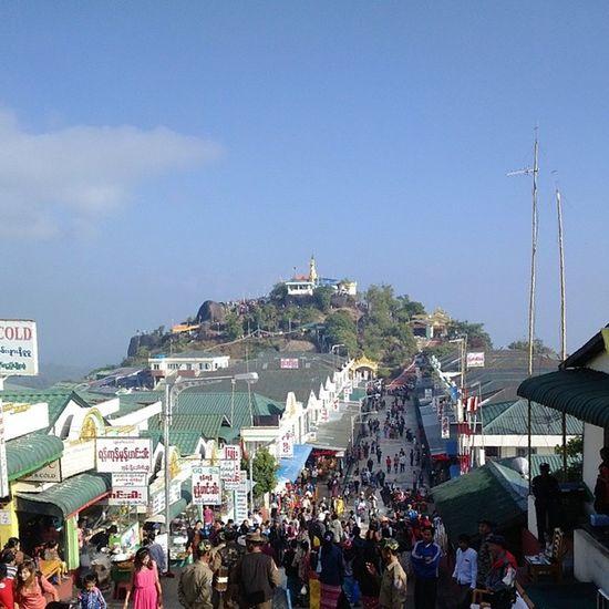 ထမင္းဆိုင္တန္းနဲ႔ မုဆိုးေတာင္ Kyaikhteeyoe Pagoda Goldenrock Myanmar igersmyanmar nofilter throwbackthursday tbt