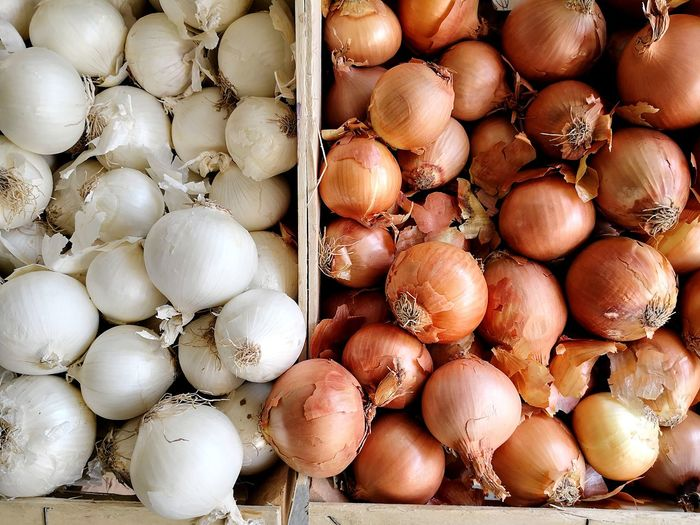 White and brown onions at market Onions Vegetables Onions Brown Onions White Onions EyeEm Selects Backgrounds Full Frame Pattern Still Life Close-up Colorful Served Repetition Root Vegetable Onion Red Chili Pepper For Sale Mediterranean Food Detail Textured  Spanish Onion Farmer Market Display Market Stall Raw Retail Display Price Tag Various Market Street Market
