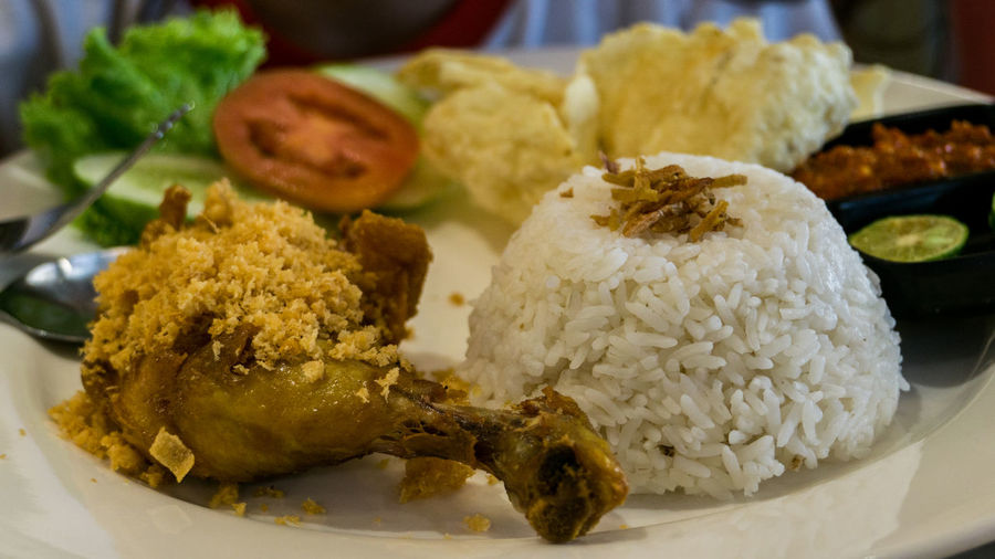 Ayam Kremes Package Fried Chicken Ayam Goreng Ayam Kremes Ayamkremes Food Food And Drink Freshness Fried Chicken With Rice Healthy Eating Meat No People Plate Serving Size Traditional Food Traditional Food Of Indonesia Food Stories