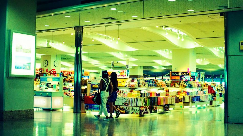 Souvenirs おみやげ おみやげ Airport Streetphotography Tymccl Sonya7r 50mm 1.4