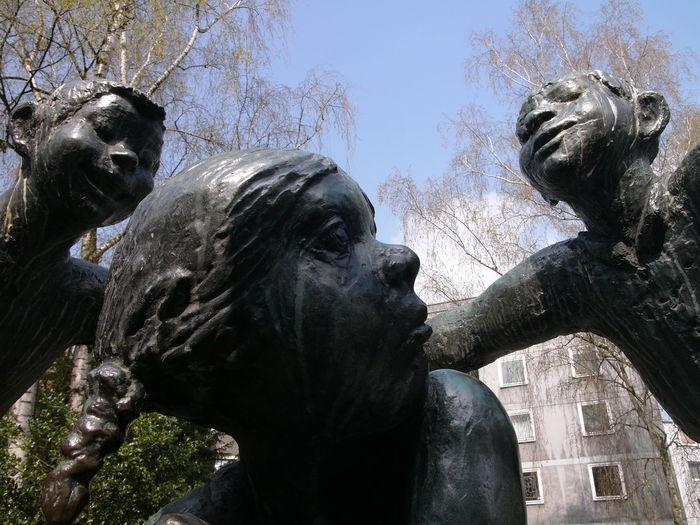 Türelüre-lißje Turelure-lieschen Türelüre-loetche Hubert Löneke Klappergasse Sculpture Street Art Aachen Germany