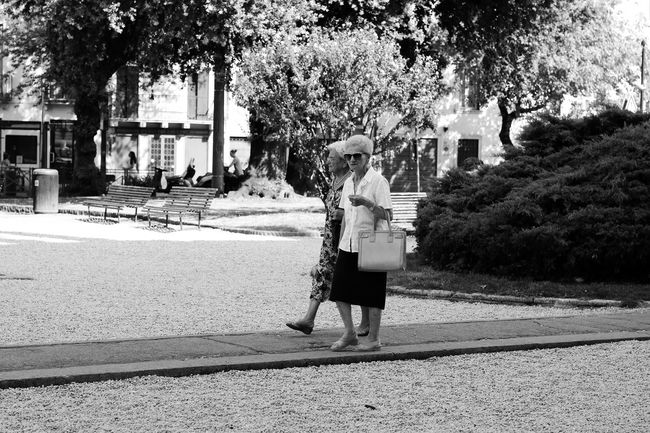 Portrait elderly Street Photography Real People black and white Friends Friendship Old Friends Elderly Friends Women Old Women Elderly Women Old Woman Strolling Streetphotography