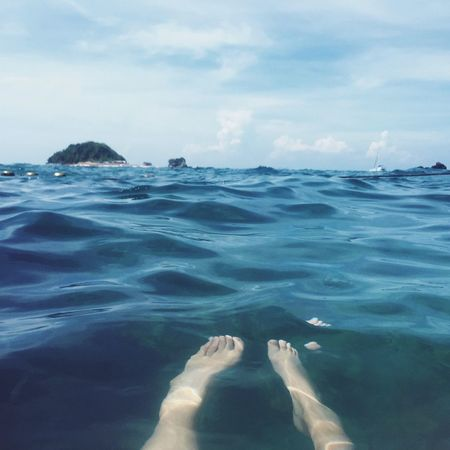 Holiday POV : The best spot of Holiday is Thailand 's blue Sea . Thailand_allshots EyeEm Thailand IPhoneography EyeEm Best Shots EyeEm Best Edits Barefoot Landscapes With WhiteWall Phuket Enjoying The Sun Spotted In Thailand Blue Wave The KIOMI Collection