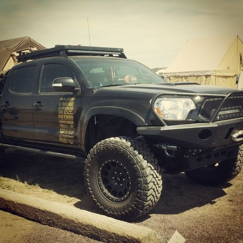 @defconbrix well built Tacoma in the CVTtents booth
