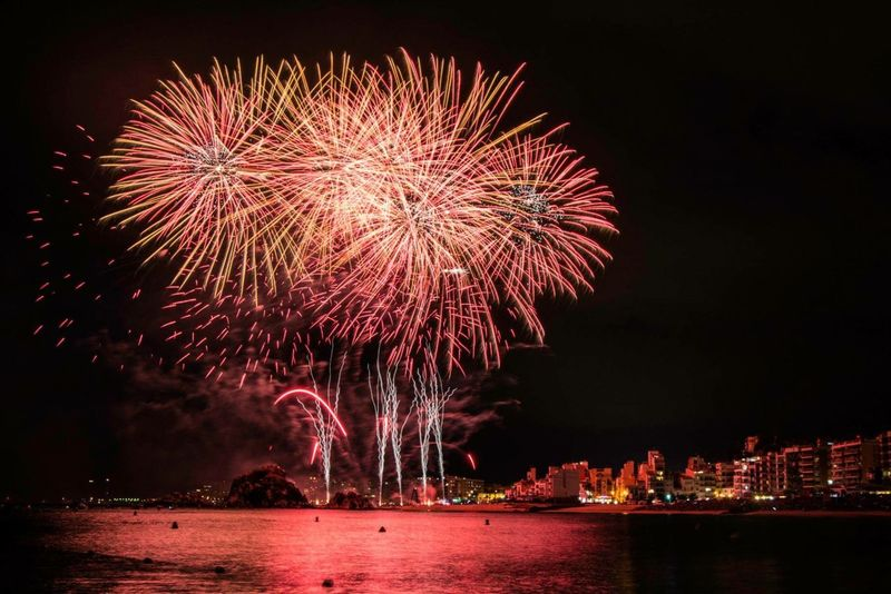 Fireworks Amazing Light And Shadow Night Lights Fuegos Artificiales Beautiful Taking Photos fotos per marc pujol