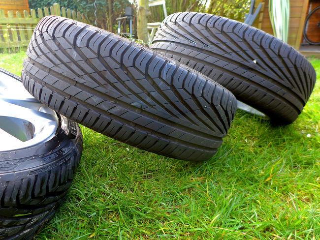 Reifenwechsel Field Grass Grassy Green Color Lawn Reifenwechsel Tire Tire Change Tyre Tyre Change Wheels