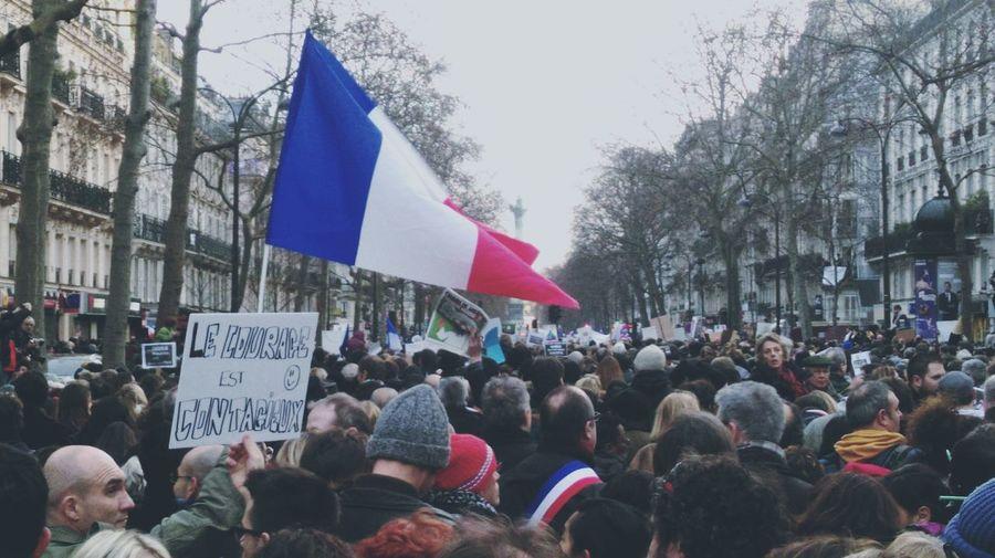 Marche silencieuse à Paris pour nos Héros ! JesuisCharlie ✏️ Jesuischarlie Liberty Freedom Manifestation Stand Out From The Crowd