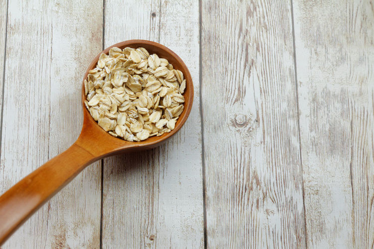 Rolled on in wooden spatula Diet Healthy Diet Healthy Eating Copy Space Copyspace Dietary Fiber Diet Oat Breakfast Wooden Spoon Wood - Material Directly Above High Angle View Table Close-up Food And Drink Wood Grain Rolled Oats Oat Flake Oatmeal Breakfast Cereal