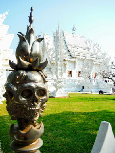Wat Rong Khun Watrongkhun Wat Rongkhun WatRongKhunWhiteTemple White Temple Thailand White Temple Chiang Rai | Thailand Chiang Rai Chiang Rai, Thailand Temple Beautiful Temple Architecture Death And Life Life And Death Skull Blossum Statue Conceptual Religious Architecture Religious Place Bright White Dark And Light Sculpture Architecture