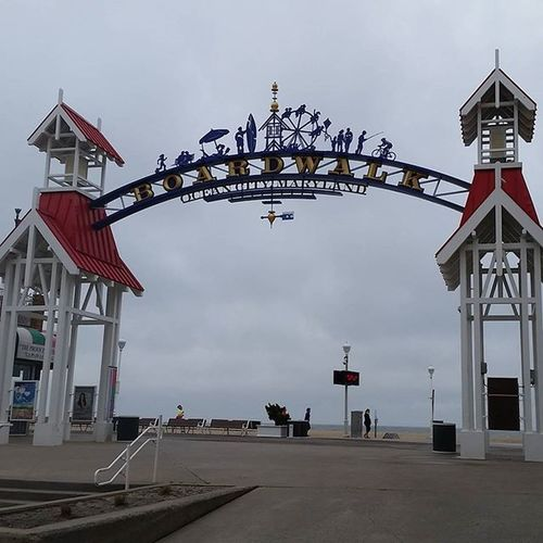 Island to Island 5K runners passing the Boardwalk Arch on the way to the finish line.... Oceancitycool OceanCity Maryland Ocmd Islandtoisland 5k