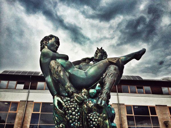 Statue Zsolnay Zsolnayporcelan ShotOnIphone Harkanyfurdo Harkany Snapseed Iphonephoto Iphoneonly Iphonephotography Iphoneps