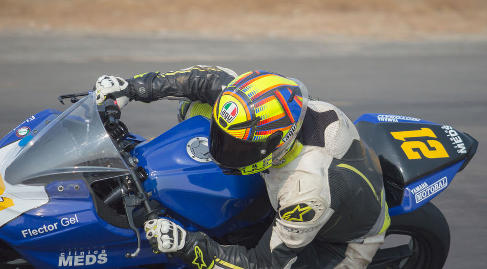 Motorcycle Clothing Motorcycles On Track Motorcycle Helmets Motorcycle Racing Motorcycles Sport Bikes