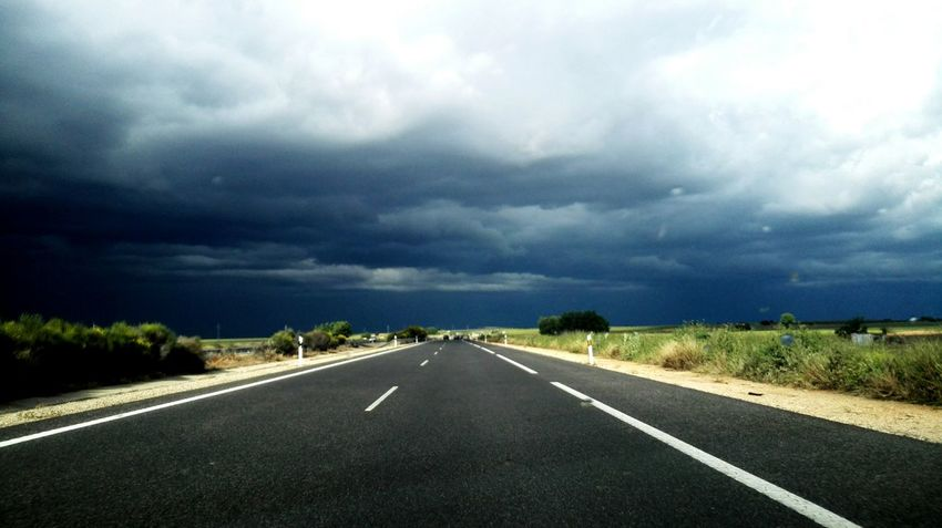 Cloudyday Cloudscape Rain Road Carretera Drive Asphalt Drivein Way Driveway Drive Home Drive Alone Road Sign Road Trip Road To Nowhere The Great Outdoors - 2016 EyeEm Awards