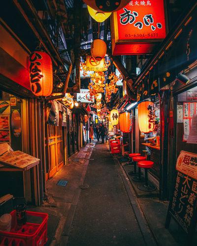 Illuminated lanterns at market stall