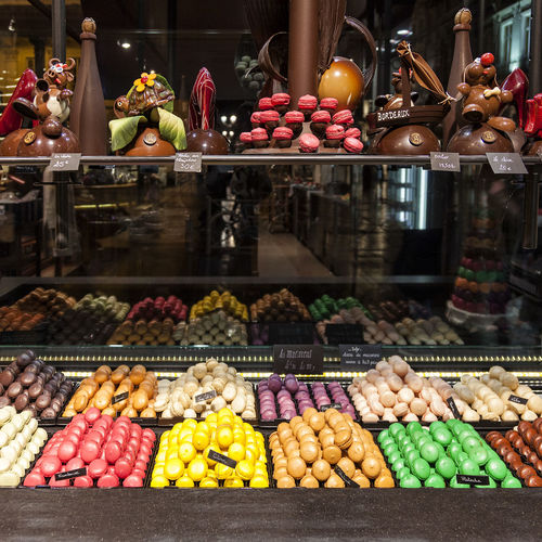 Macarons 01 Abundance Arrangement Chocolate Chocolate Shop Chocolate Time Chocolatelover Choice Collection Colours Of Life For Sale French Chocolate French Sweets In A Row Large Group Of Objects Macarons Multi Colored Repetition Shop Side By Side Still Life Store Storefront Traditional Traditionalfood Variation