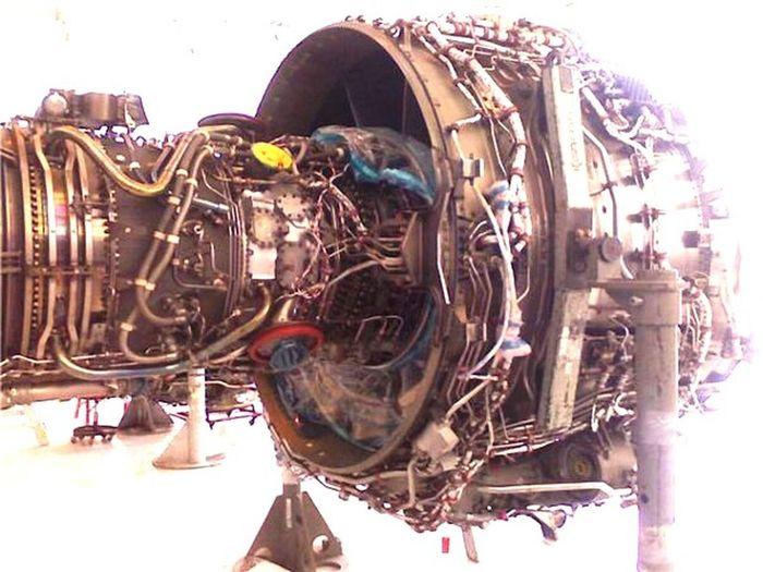 When you have the coolest job- Md90 Jetengine Hangar Cityofsalt Female Mechanic & Pilot Airplane Exposed Raw Photo Cred: Randi