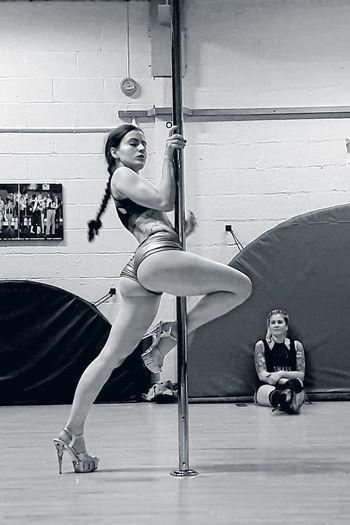 Pole love! Poledance Pole Dancing Poledancer Pole Dance Polefitness Poledancefitness Polegirl Polegirl👧💪💚 Poledancing Pole Dancer Polefit Pole Fitness Lifeupsidedown