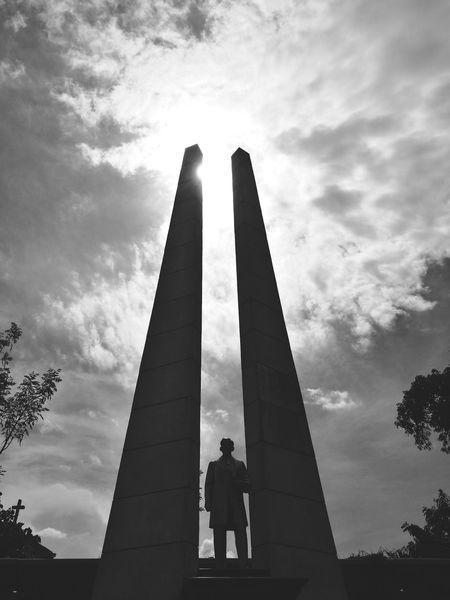 Jose Rizal Silhoutte History Low Angle View People Business Finance And Industry Silhouette Statue Sculpture Architecture Built Structure Adult Occupation Modern Sky Headwear Day City Politics And Government Outdoors Adults Only Only Men Jose Rizal Monument Bloomberg EyeEmNewHere Eyeem Philippines