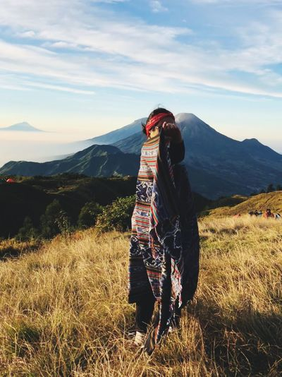 Be great as a mountain. #mountain #sky #summer #wind #grass #dieng #indonesia
