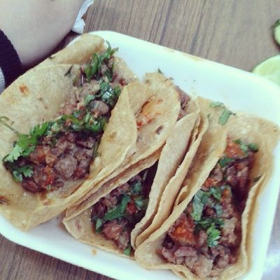 Comiendo comida mexicana :) Tacos