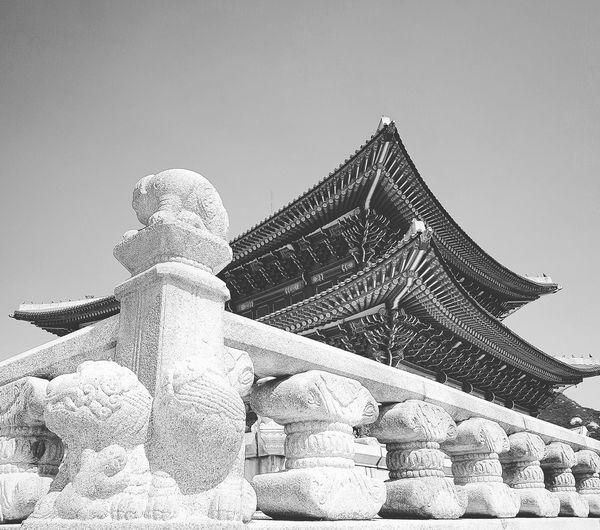 Gyeongbokgung Palace, Seoul Joseon Dynasty 5 Centuries Palace Architecture Bnwseoul Bnwkorea Bnwphotography Korean History Korean Royalty Seoularchitecture Tripwithson2017 Seoul Southkorea