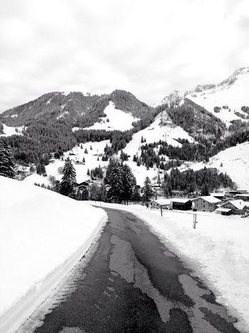 Blackandwhite Black And White Unterwegs Street Way Snow Schwarzsee Fribourg Schweiz Switzerland
