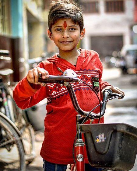 Meet Sanu A boy who loves cycling more than ne thing... Photography Indiapictures Iamnikon Iamexclusive Iamshutterbug Nikon D7200 Nikkor 50mm Red India Pushpamverma Streetphotography