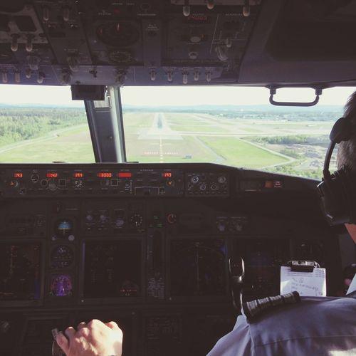 Landing at osl lufthavn gardermoen... Gardermoen Boeing 737 Landing Cockpit
