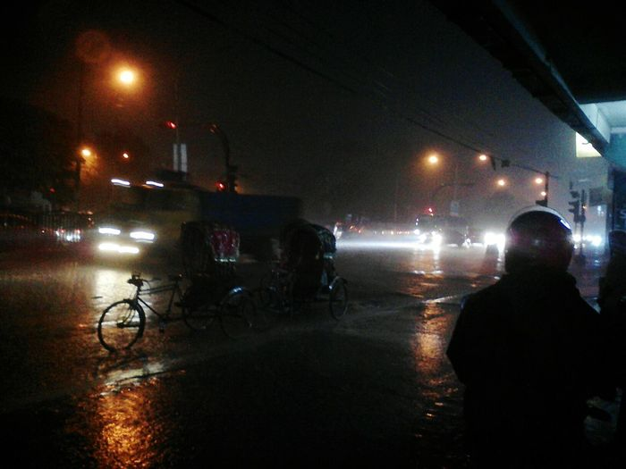 Bangladesh Low Quality Camera Dhanmondi Arrong Trucks Rain Night Headlights Rainy Night Richshaw