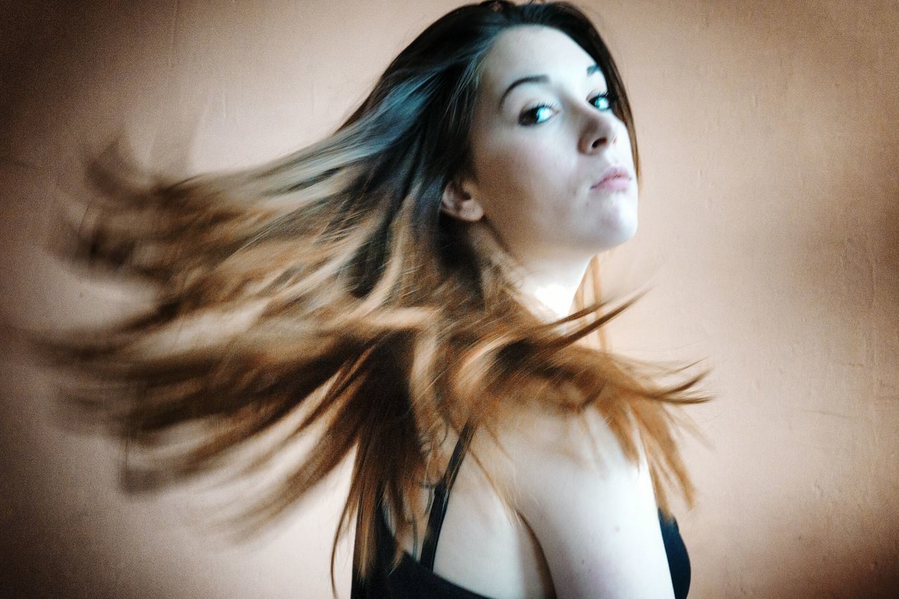 long hair, one person, young adult, young women, real people, motion, beautiful woman, indoors, day, people