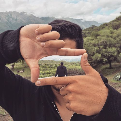 SELFI Real People Two People Togetherness Mountain Day Bonding Men Landscape Love Lifestyles Nature Outdoors Women Beauty In Nature Human Hand Sky Close-up Adult People Realize Model: Espinola Federico realize owner: Espinola Federico EyeEmNewHere Be Brave