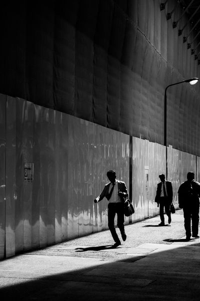 Streetphotography Shadow Walking Real People Architecture Built Structure City Sunlight