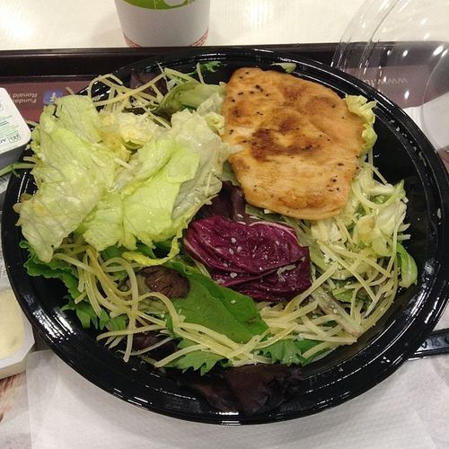 Almorzando Recien en MallVivoElCentro Mcdonals MeEncantaTodoEso Cesar Ensalada Salad